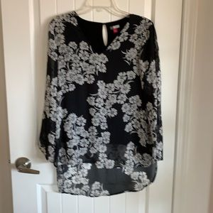 Vince Camuto sheer floral high-low v-neck tunic